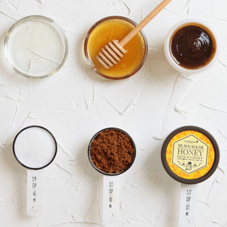 Изображение на ЕКСФОЛИРАЩА МАСКА С МЕД SKINFOOD Black Sugar Honey Mask Wash Off 100г